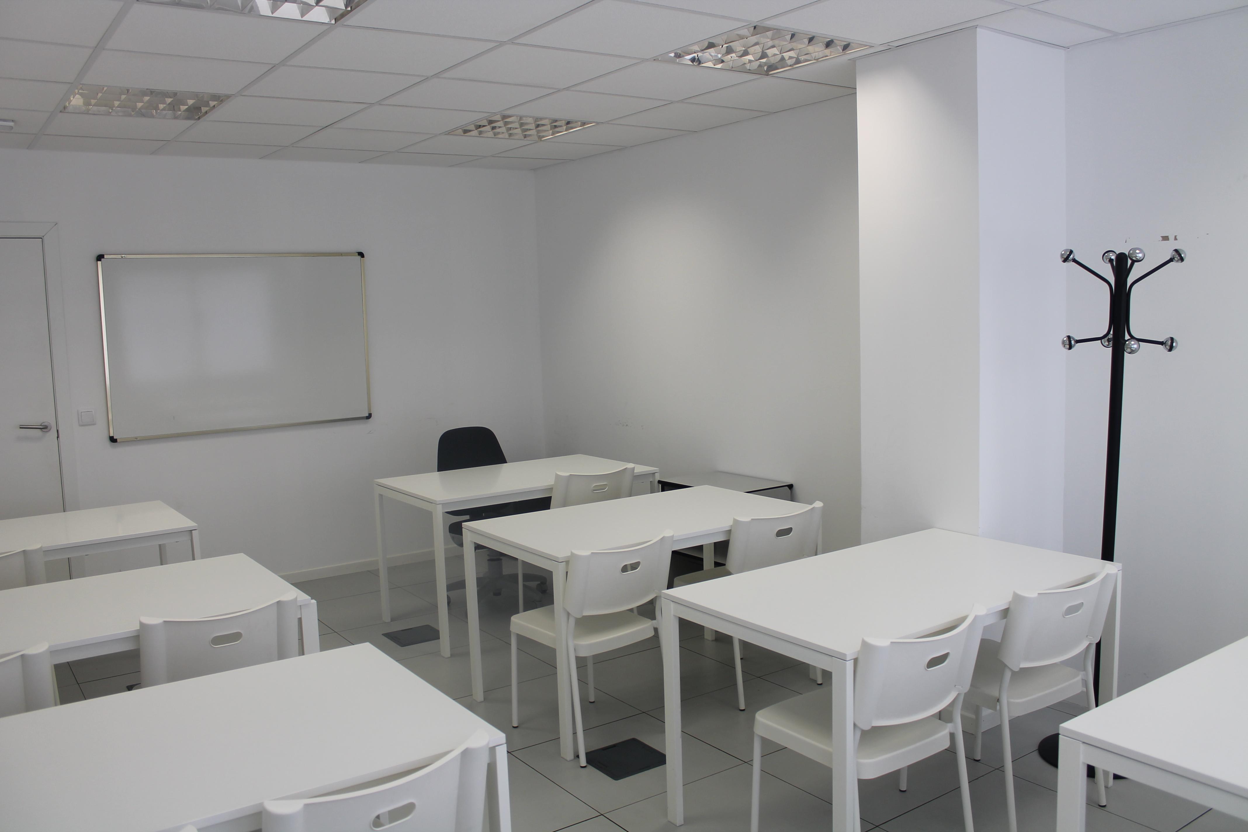 Ofiflex alquiler de despachos oficinas trasteros en for Alquiler de mobiliario de oficina